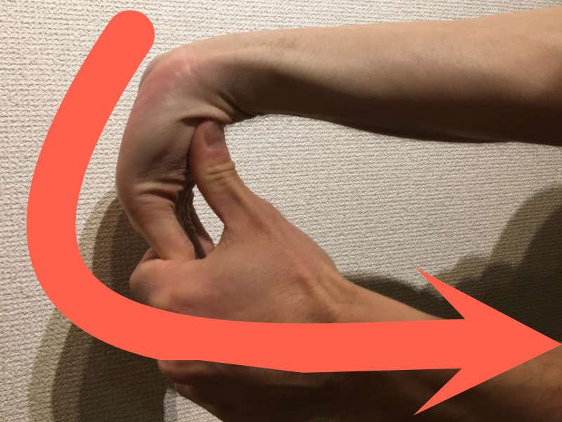 パントマイムの壁のための手首ストレッチ